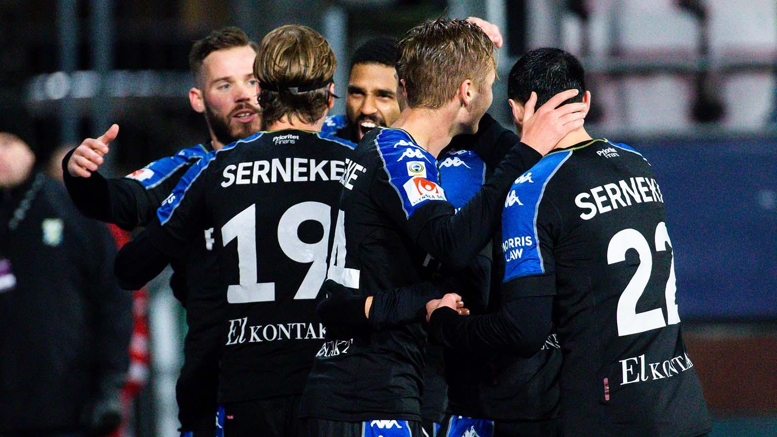 181111 IFK Göteborgs spelare jublar efter 1-3 under fotbollsmatchen i Allsvenskan mellan Örebro och Göteborg den 11 november 2018 i Örebro. Foto: Johan Bernström / BILDBYRÅN / COP 119